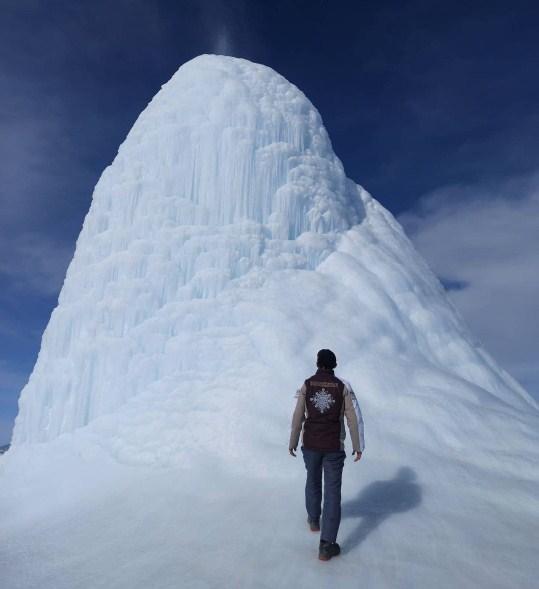 gunung es mungil di kazakhstan